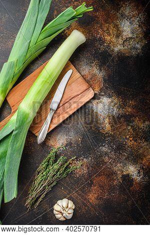Organic Leek Stalks With Herbs Ingredients For Cooking Braised Leeks, Onrustic Metall Background Dar