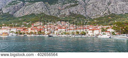 Makarska Riviera, Croatia - 1 July, 2017: View Of The Resort Town Of Makarska In The Summer Day.