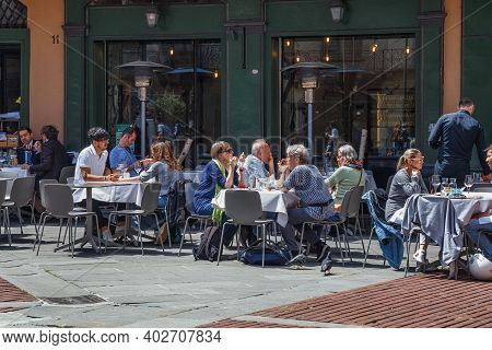 Bergamo, Italy - May 22, 2019: Unknown People Are Sitting At Tables In An Outdoor Cafe In The Histor
