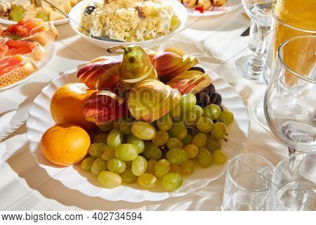 Plate With Sliced Fruits On Servered Buffet Table At Luxury Wedding Reception, Copy Space. Catering