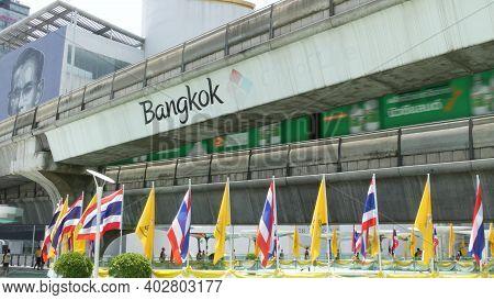 Bangkok, Thailand - 11 July, 2019: Pedestrians Walking On The Bridge Near Mbk And Siam Square Under