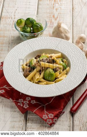 pasta with brussels sprouts and mushroom