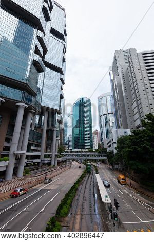 Hong Kong - July 15, 2017:  Perspective Street View Of Queensway. It Is A Major Road In The Admiralt