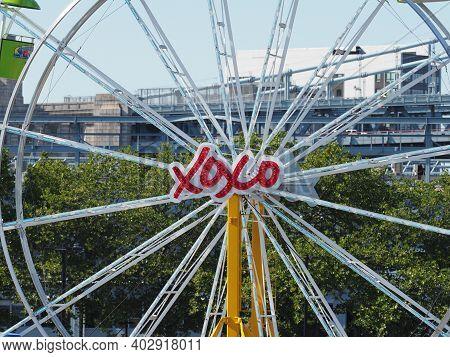 Philadelphia, Usa - June 11, 2019: Close Up Image Of The Ferris Wheel Located In Penns Landing, Phil