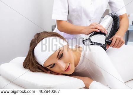 Photo Lipomassage Lpg. Lpg Procedure Massage The Patient In A White Suit.
