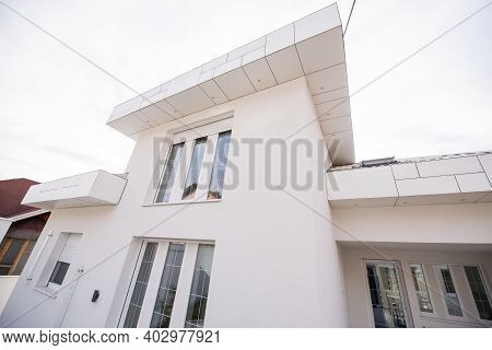 Contemporary Beautiful Modern White House Exterior , High Quality Photo