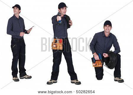 Mann trägt ein toolbelt