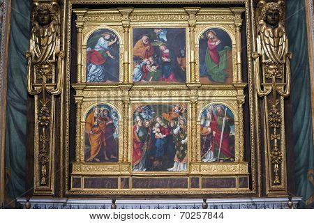 Novara (Piedmont Italy): interior of San Gaudenzio church