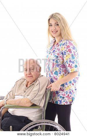 Krankenschwester helfen älteren Patienten