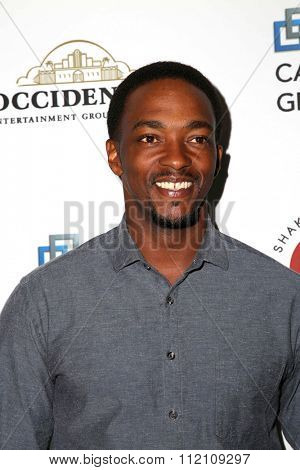 LOS ANGELES - DEC 8:  Anthony Mackie at the 25th Annual Simply Shakespeare at the Broad Stage on December 8, 2015 in Santa Monica, CA