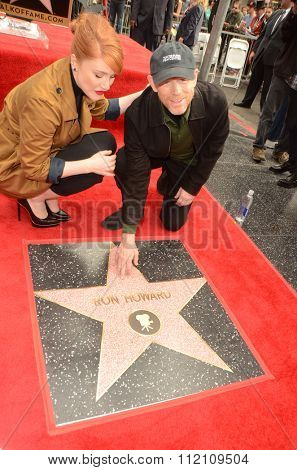 LOS ANGELES - DEC 10:  Bryce Dallas Howard, Ron Howard at the Ron Howard Star on the Hollywood Walk of Fame at the Hollywood Blvd on December 10, 2015 in Los Angeles, CA