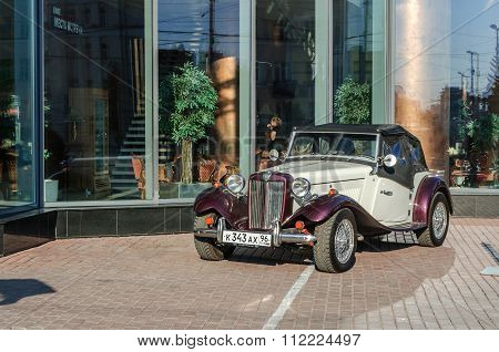 Td2000 Gatsby, Retro-classic Roadster Styled After The Mg Td