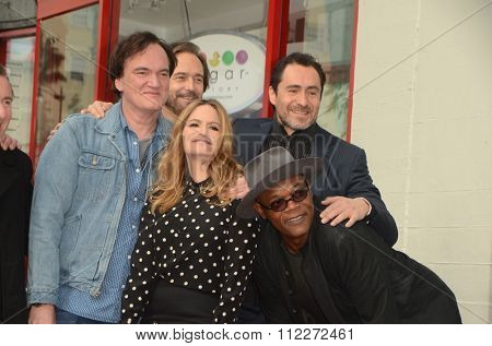 LOS ANGELES - DEC 21:  Quentin Tarantino, Jennifer Jason Leigh, Craig Stark, Demian Bichir, Samuel L. Jackson at the Tarantino WOF Star on the Hollywood Blvd on December 21, 2015 in Los Angeles, CA