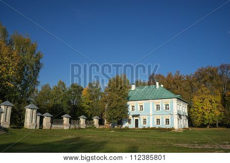 Griboyedov Manor Hmelita outbuilding.