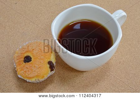 butter cup cake and black coffee