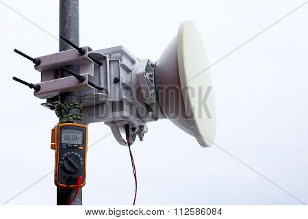 troubleshooting and measurement signal level at the mobile transceiver cellular antenna