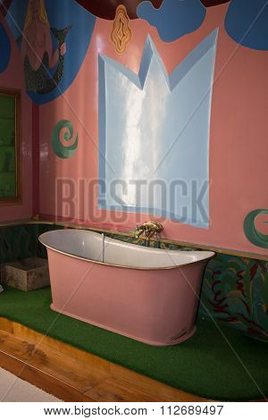 Nice And Vintage Apartment Refitted, Bathroom Retro