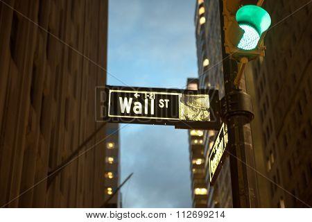 Wallstreet sign at night