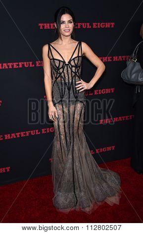 LOS ANGELES - DEC 07:  Jenna Dewan-Tatum arrives to the