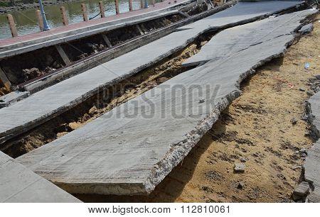 pier collapse in Thailand