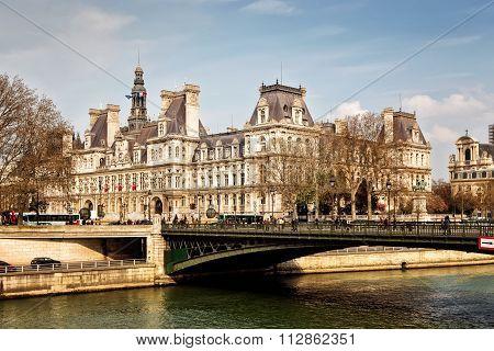 PARIS 26 MARCH 2014: : The Hotel De Ville