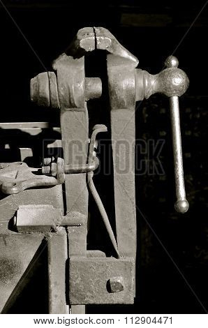 Antique metal and woodworking vise(black and white)