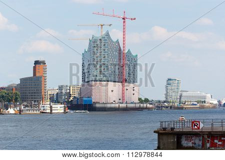 View over the Elbe towards the Elbe Philharmonic Hall in Hamburg
