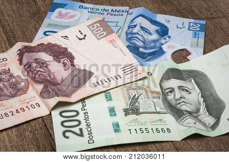 Bills of 20 200 and 500 mexican pesos seems to be sad perhaps because of its weakness against the dollar.