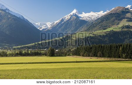 View on the Grosses Wiesbachhorn from Zellermoos in the valley of the Salzach