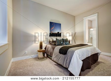 Neutral Bedroom Design With En Suite Bathroom