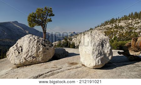 Yosemite miuntains. Granite rocks. Siera nevada, California.