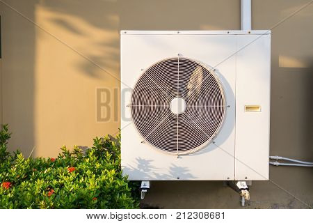 Condenser and fan of air compressor, Air conditioner