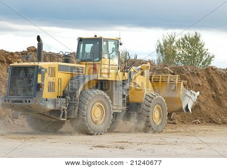 Heavy front loader