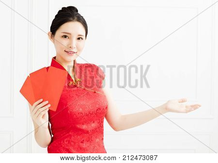 smiling woman showing the red envelope and introducing something