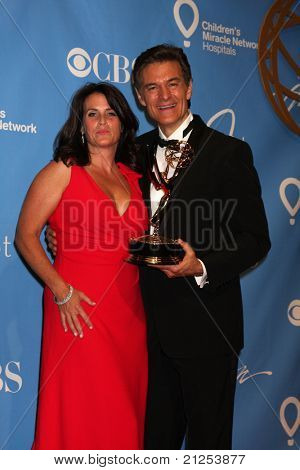 LAS VEGAS - JUNE 19:  Lisa Oz, Dr. Mehmet Oz in the Press Room of the  38th Daytime Emmy Awards at Hilton Hotel & Casino on June 19, 2010 in Las Vegas, NV.