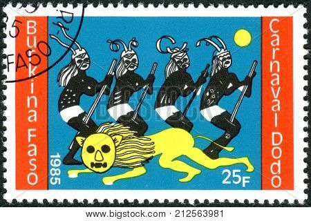 BURKINA FASO - CIRCA 1986: A stamp printed in Burkina Faso dedicated to Dodo Carnival shows four dancers and lion circa 1986