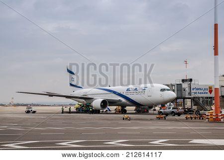 El Al Israel Airlines Boeing 767-200 In Ben-gurion Airport. Israel