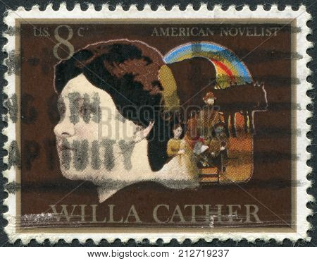 Usa - Circa 1973: Postage Stamp Printed In Usa, Shows Willa Sibert Cather, Pioneer Family And Covere
