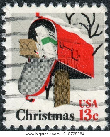 Usa - Circa 1977: Postage Stamp Printed In Usa, Christmas Issue, Depicted Rural Mailbox, Circa 1977