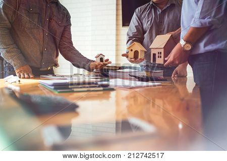 Business meetings of real estate brokers and company presidents to select a model to build a housing estate in writing and presenting to state organizations.