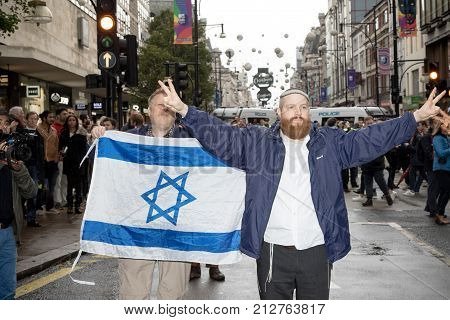 4th November 2017 London United Kingdom:-Pro Israeli protesters counter demonstrate a pro Palestine rally in central London