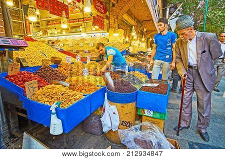 Choose The Dry Fruits In Tehran Market