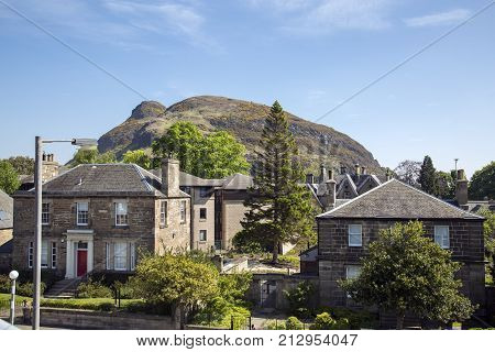 A famous mountain in Edinburgh and one of the possible sites of King Arthurs Camelot