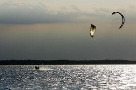 2 Kite surfers