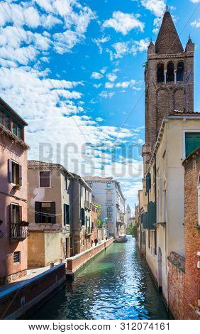 Venice, Italy - May 16, 2019: Sun Glare Playing In The Waters Of The Canals, Ancient Venice