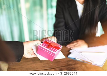 Asian Business Woman Receiving Salary Bonus Money And Gift Box From Boss Or Manager At Office Happil