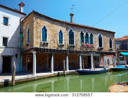 View On Canal Rio Dei Vetrai And Embarkments Dei Vetrai In Murano, Italy