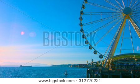 Seattle, Washington, / Usa - Mai 7, 2019, The Great Wheel Ferris Wheel, An Iconic Landmark In Seattl
