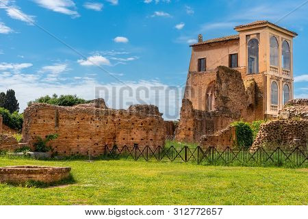 View To Ancient Flavian Palace - Domus Flavia- On Palatine Hill, Rome, Italy