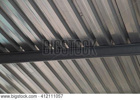 Geometic Pattern Of Silver Aluminium Car Port